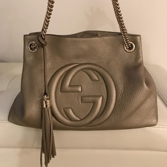 Gucci Handbags - Gucci soho metallic interlocking -